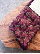 Socken Irma Blossom von Sorgenfri Sylt in Raisin